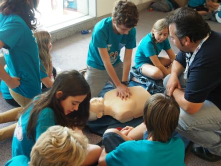 Más de 300 escolares aprenden Reanimación Cardiopulmonar en el Congreso Nacional de Pediatría