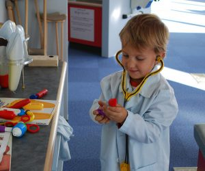Playing Doctor by Dionna in Flikr (CC BY-NC-ND 2.0)